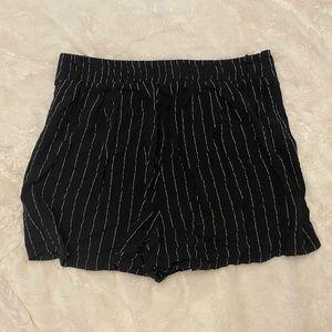 Suite Benedict Black&White Pinstripe Short Shorts